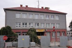 Poštu v Zlatých Moravciach čaká rozsiahla rekonštrukcia a s ňou súvisiace dočasné sťahovanie.
