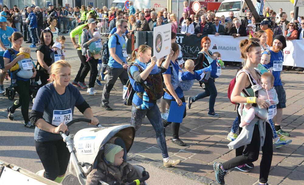 Nájde sa tu niekde budúci víťaz košického maratónu? Rodičia s deťmi vyrazili na 4,2 km dlhú trať minimaratónu. Cieľom tejto akcie je propagácia behu a zdravého životného štýlu.
