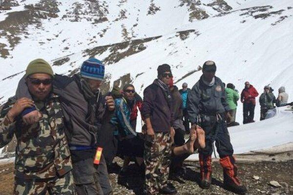 V Himalájach zachraňovali stovky ľudí.
