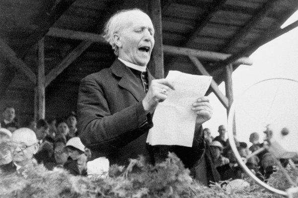 Andrej Hlinka (1864 - 1938) predseda a hlavný ideológ Hlinkovej slovenskej ľudovej strany, poslanec Národného zhromaždenia, pri prejave na Pribinových slávnostiach v Nitre.