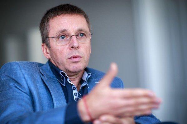 Ivan Mikloš  hovorí, že na ministerstve financií sú aj pod vedením Petra Kažimíra šikovní ľudia.
