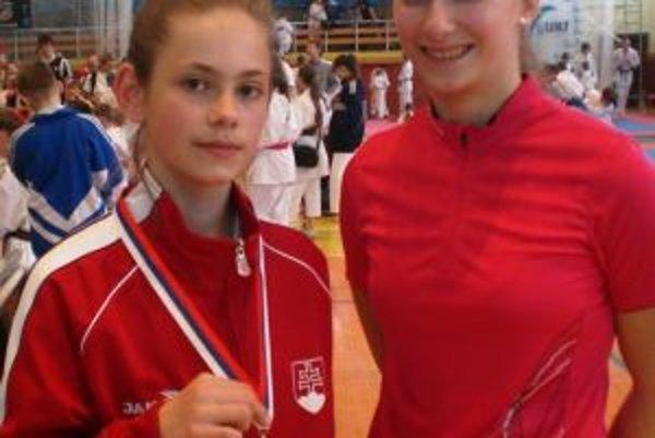 Ema Brazdová s trénerkou Dušanou Čiernou.