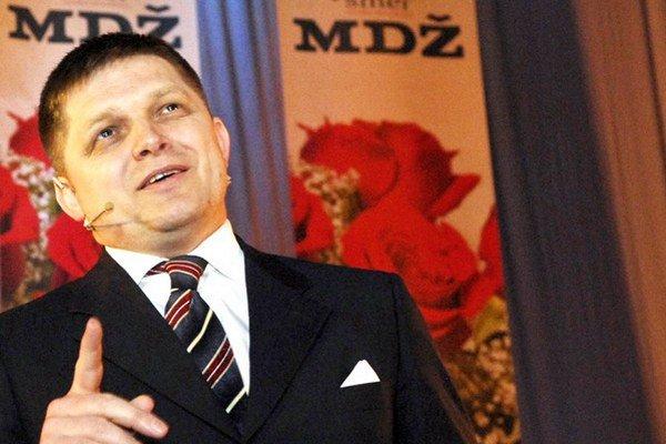 Robert Fico s kolegami nespravili 1. marca 2008 radosť len Star EU, ale aj ženám. V Prešove slávili MDŽ.