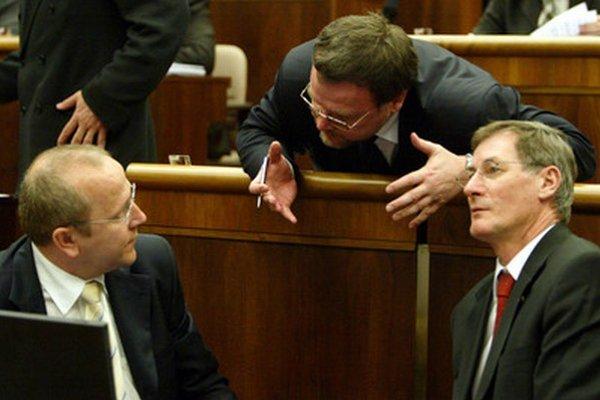 Poslanci Pavol Abrhan, Pavol Minárik a Pavol Hrušovský.