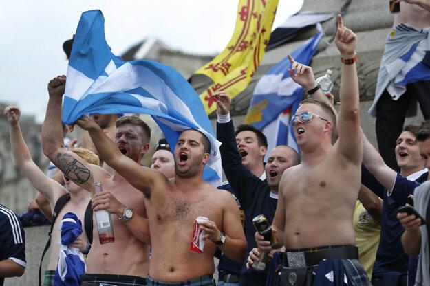 Škóti sú vášniví fanúšikovia.