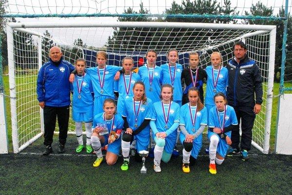 Žiačky FC Nitra U15 obsadili druhé miesto na slovenskom finálovom turnaji Mini Champions ligy.