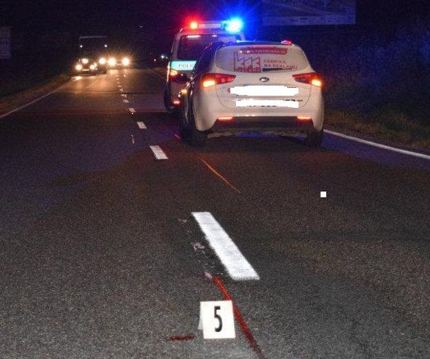 Cesta k letisku. Chodec utrpel ťažké zranenia, mal vyše tri promile.