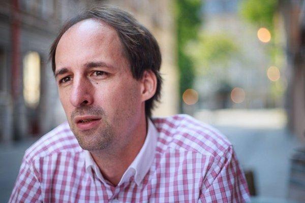 Stanislav Boledovič (37) vyštudoval finančný manažment na UK, pracoval v poradenskej firme v zahraničí a desať rokov v bankovníctve na Slovensku. Posledné dva roky sa venuje rozbehu iniciatív pre systematické zvyšovanie kvality školstva, je zakladateľom T