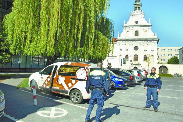 Mestskí policajti by chceli posilniť hliadky v uliciach.