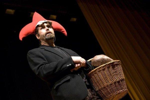 Ivan A. Fodor je hercom a režisérom Záhoráckeho divadla zo Senice. Vyštudoval bábkarskú dramaturgiu a réžiu na VŠMU. Divadlo, ktoré hrá najmä po záhorácky, založil v roku 2006.