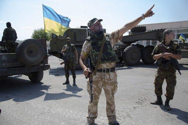 Ukrajinským mužom do 60 rokov hrozí, že ich pošlú bojovať na východ krajiny.