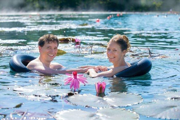 Jazero Heviz nezamŕza ani v zime.