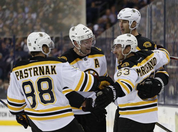 Hokejisti Bostonu strelili v otváracom zápase sezóny šesť gólov.