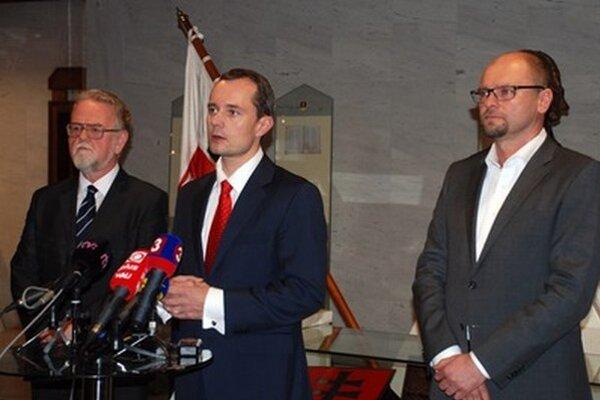 Keď sa Peter Osuský vzdal kandidatúry, SaS vyjadrila podporu Radoslavovi Procházkovi.