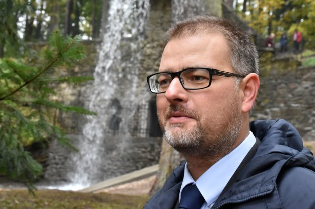 Na snímke generálny riaditeľ Slovenského národného múzea Branislav Panis pri zrekonštruovanom Rímskom vodopáde v parku pri kaštieli Betliar .