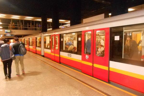 Varšavské metro. Je pohodlné arýchle.