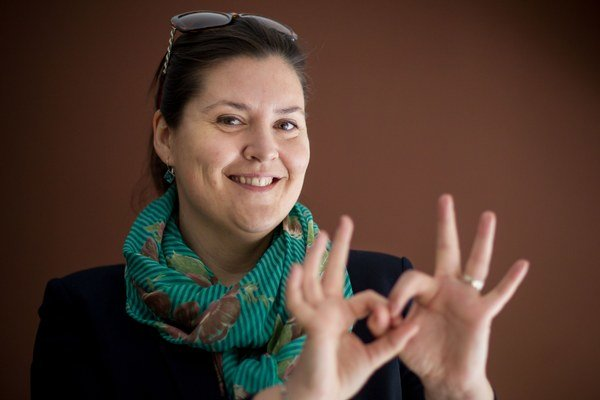 ANNA ŠMEHILOVÁ (1979) je riaditeľkou Strediska sociálnych služieb v občianskom združení EFFETA – Stredisko sv. Františka Saleského v Nitre, v ktorom pôsobí od roku 2003. V rokoch 2007 - 2010 bola členkou Rady vlády SR pre osoby so zdravotným posti