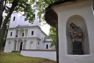 V kostole sa nachádzajú výstavne priestory Oravskej galérie.