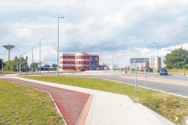 Kruhová križovatka na Bratislavskej bola jednou z podmienok SSC pre výstavbu obchvatu.