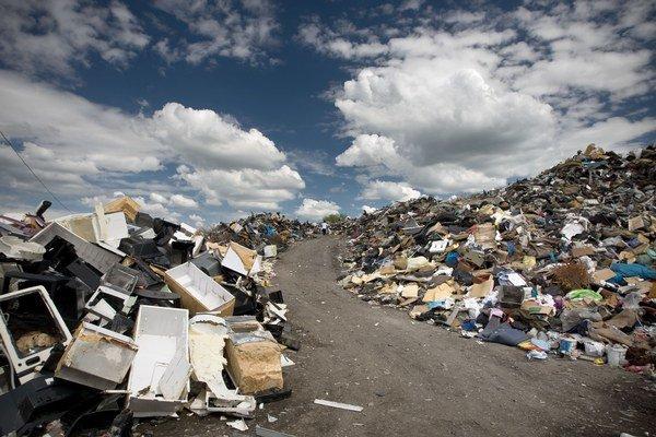 Na Slovensku sú tisíce nelegálnych smetísk.