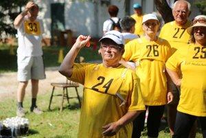 Mnohí seniori sa stále zapájajú aj do športových aktivít.