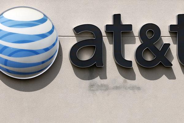 Americký telekomunikačný koncern AT&T odkupuje mediálnu spoločnosť Time Warner.