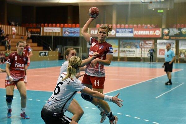 Trenčianky (v červenom) prehrali v Písku o šesť gólov.