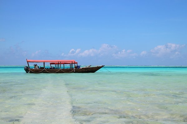 Okrem divočiny patrí k prírodným pokladom Tanzánie aj pobrežie.