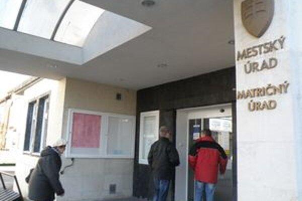Mestský úrad má v rámci racionalizácie menej zamestnancov.