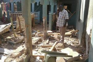 Militanti v Keni zaútočili na penzión, zahynulo dvanásť ľudí