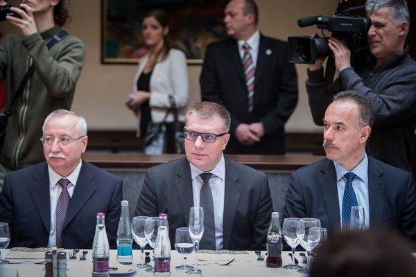 Šéf Slovenského futbalového zväzu Ján Kováčik (uprostred).