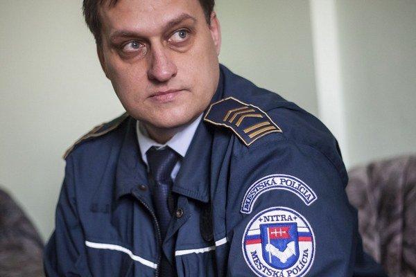 Šéf nitrianskej mestskej polície Erik Duchoň vraví, že o extrémistoch majú prehľad.