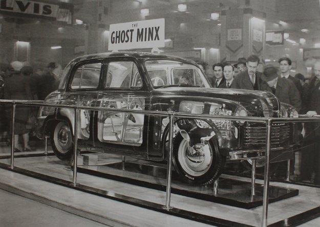 Na prvom povojnovom autosalóne v Londýne, v septembri 1948, automobilky predstavili len málo nových automobilov. Hillman prišiel so staronovým názvom Minx, avšak s autom, ktoré malo už samonosnú karosériu.