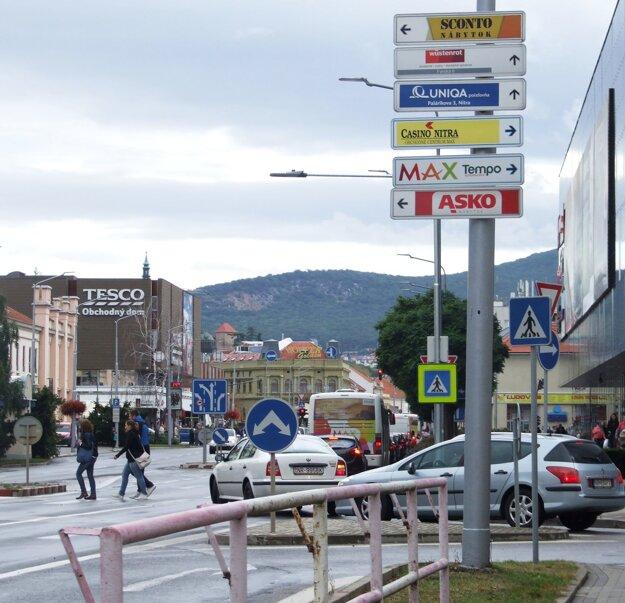 Mesto prenajalo stĺpy firme, ktorá inkasuje za infotabuľky. Mestu ako bonus poskytla informačný systém.