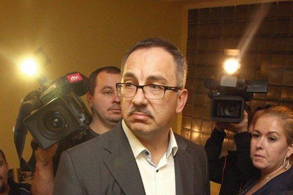 Podpredseda Smeru Vladimír Maňka nedokázal pred druhým kolom osloviť ani voličov vlastnej strany.