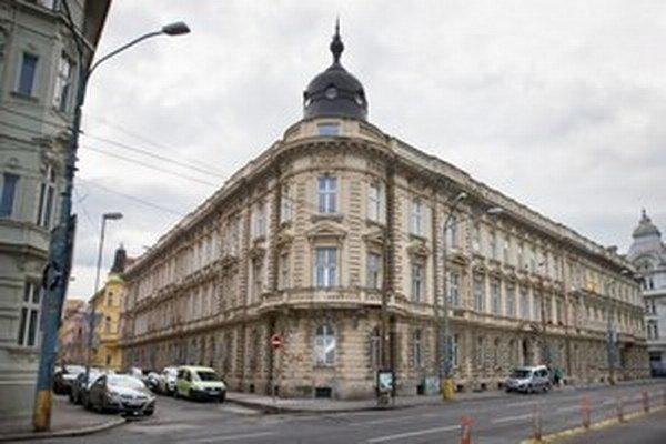 Budova na Štefánikovej ulici v Bratislave, kde získali členovia Smeru byty.