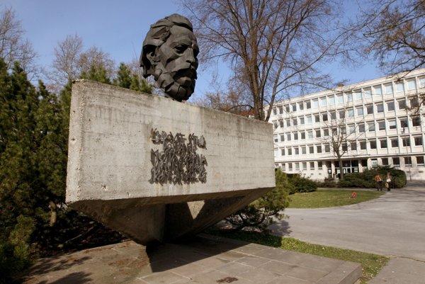Parku dominuje busta Ľudovíta Štúra.
