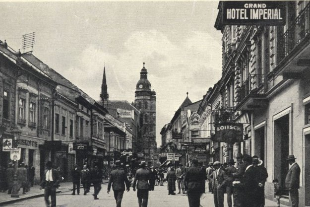 Grand Hotel Imperiál na obrázku vľavo.