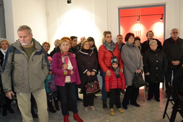Na otvorení sa zúčastnili desiatky ľudí.