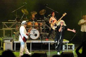 Rockeri nestarnú. Omega svojou šou stále strhne davy fanúšikov.