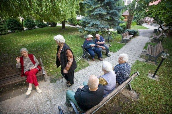 Kto doplatí za pobyt v domove dôchodcov, návrh ministerstva nerieši.