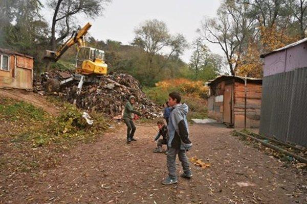 Najväčšia žiarska skládka sa ešte pred pár dňami nachádzala v osade Pod Kortínou.
