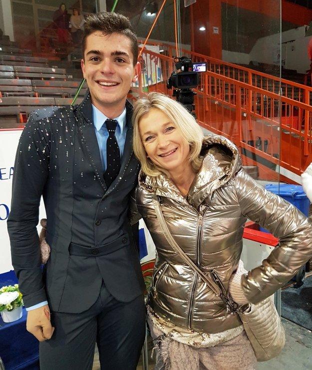 Junior Simon Fukas s trénerkou M. Škorničkovou.