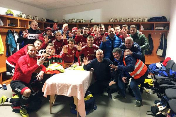 Futbalisti Alekšiniec porazili Preseľany 5:0 a vrátili sa na prvé miesto tabuľky.