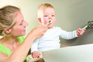 Aj v 21. storočí mnohí rodičia podceňujú ústnu hygienu u detí, pričom práve prístup rodičov a ich usmerňovanie dieťaťa je rozhodujúcim faktorom.