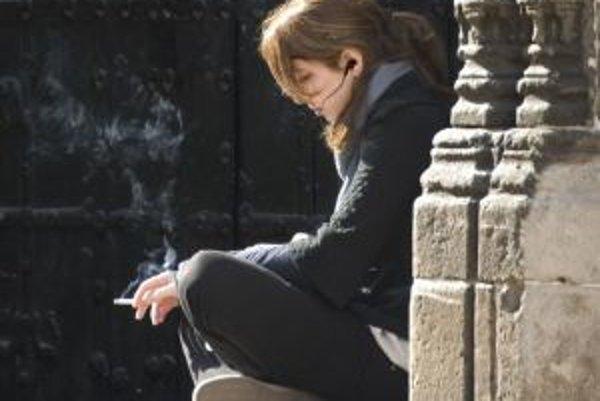 V minulosti na Slovenku nebolo spoločensky akceptovateľné, aby ženy fajčili, takže bolo menej fajčiarok. Bohužiaľ, trend sa zmenil, čo sa odzrkadľuje aj na častejšej diagnostike rakoviny pľúc u žien.