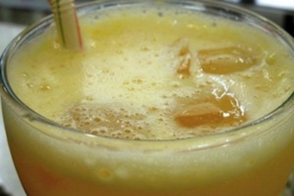 Zdrojom vírusu hepatitídy A môže byť aj obyčajný džús, prípadne kocka ľadu, ak bola vyrobená z kontaminovanej vody.