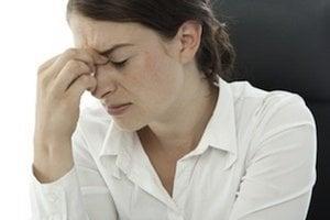 Lymfóm nemá špecifické príznaky, patrí k nim napríklad aj bolesť hlavy.