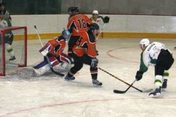 Prievidzskí hokejisti v Púchove zahodili viacero dobrých gólových príležitostí.