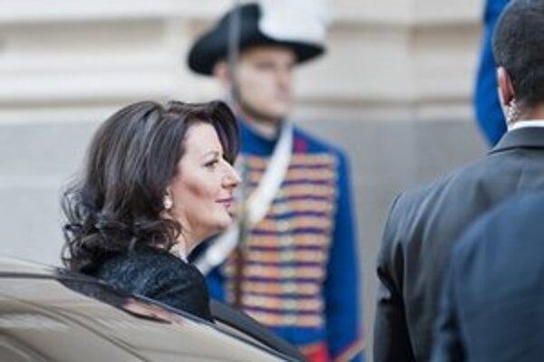 Kosovská prezidentka Atifete Jahjagová prichádza do budovy Slovenskej filharmónie.